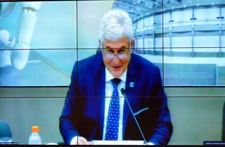 """Ministro Marcos Pontes: """"Precisamos da vacina nacional porque nós temos mutações e existe a grande possibilidade de vacinação anual"""" - (Foto: Pablo Valadares/Câmara dos Deputados)"""