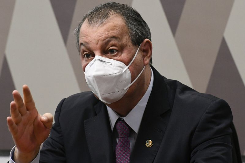O senador Omar Aziz: 'São Paulo, por acaso, está vivendo um mar de rosas?' - (Foto: Edilson Rodrigues/Agência Senado)