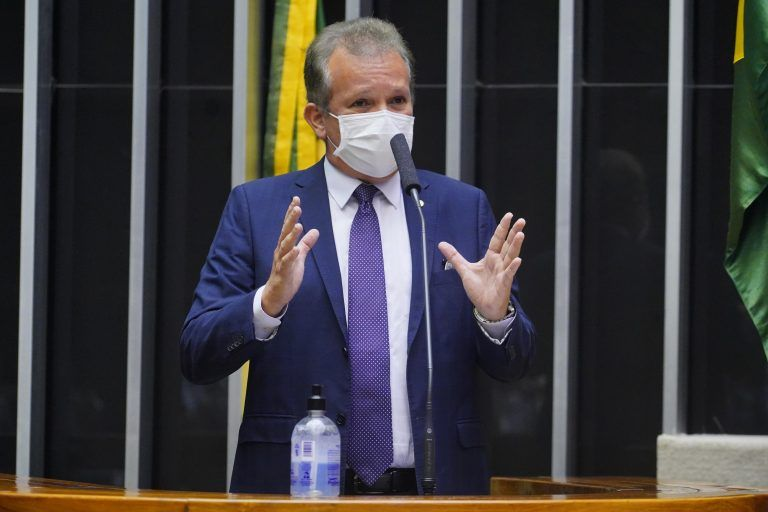 Figueiredo: é importante haver confiança no modelo econômico do governo - (Foto: Pablo Valadares/Câmara dos Deputados)
