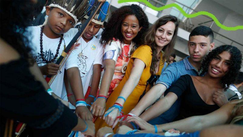 Estudantes participam do projeto Criativos da Escola - (Foto: Divulgação/Lunetas)