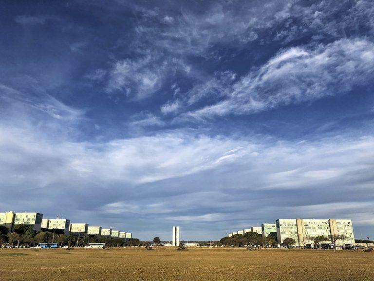 Esplanada dos Ministérios em Brasília onde trabalham milhares de funcionários públicos federais - (Foto: Marcelo Camargo/Agência Brasil)