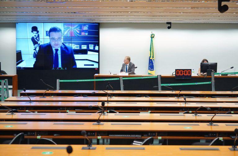 À mesa, o relator-geral, João Campos, em reunião virtual da comissão - (Foto: Pablo Valadares/Câmara dos Deputados)