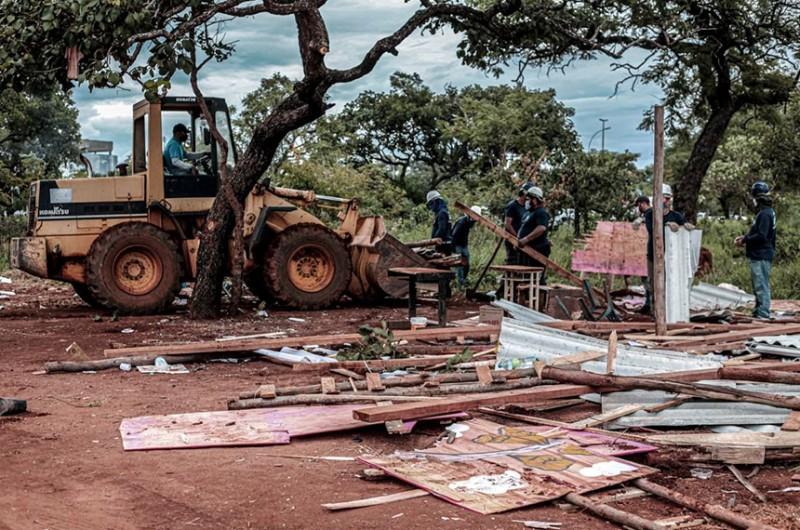 Derrubada de casas de ocupação considerada irregular em Brasília, em abril de 2021 - Scarlett Rocha