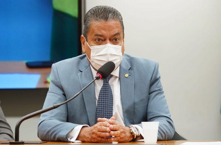 Gonçalves recomendou a aprovação da proposta - (Foto: Pablo Valadares/Câmara dos Deputados)
