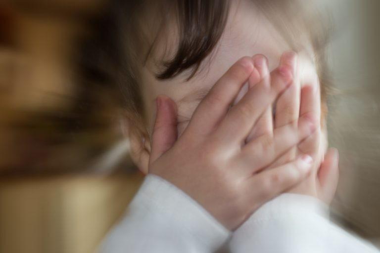 Pandemia deixou crianças com medo de sair de casa - (Foto: Depositphotos)