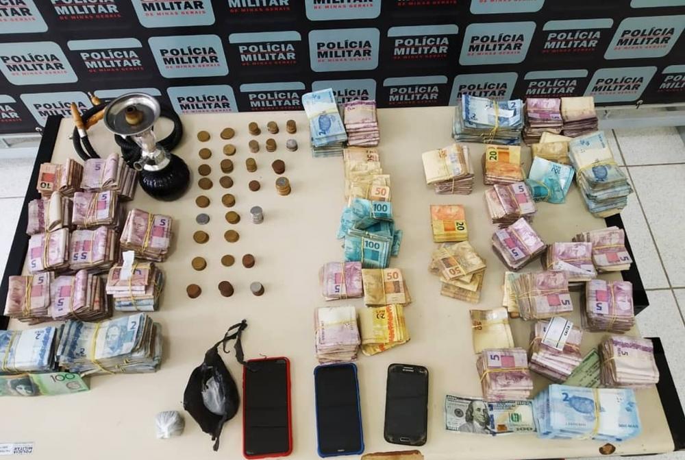 Dinheiro furtado de lotérica — Foto: Polícia Militar / Divulgação