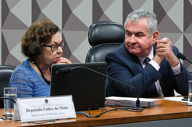 A relatora da CPMI das Fake News, deputada Lídice da Mata, e o presidente do colegiado, senador Angelo Coronel, em reunião em março de 2020 - Marcos Oliveira/Agência Senado